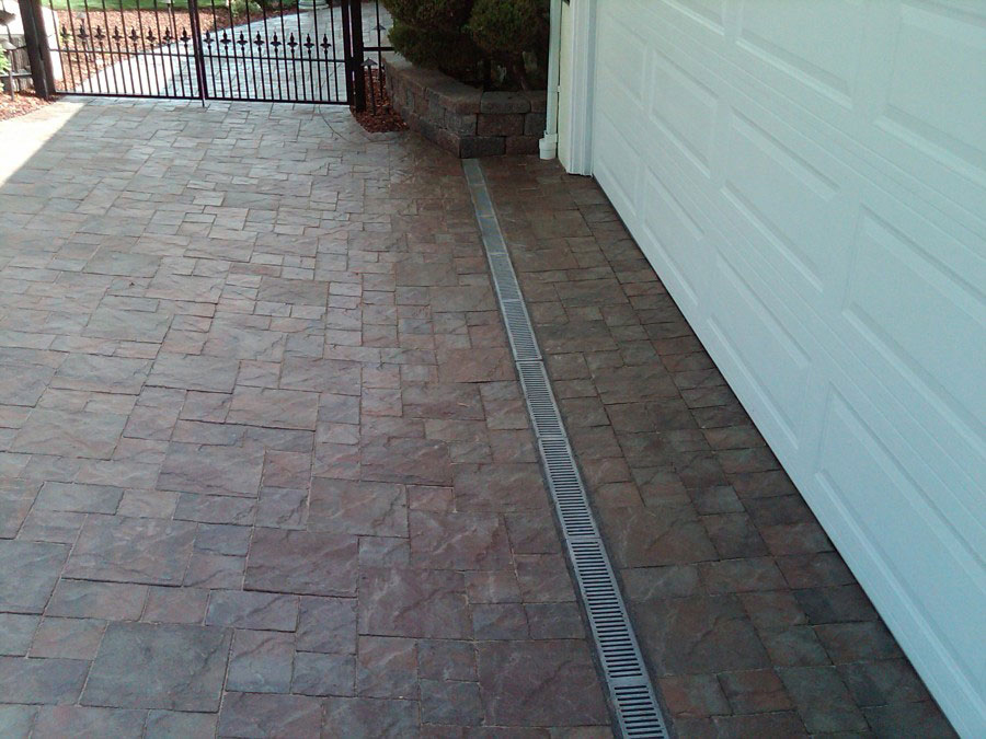 Driveway drain replacement specialists in montreal for Drain de garage installation